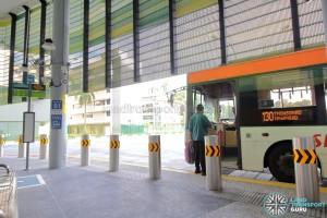 Shenton Way Bus Terminal - Bus boarding