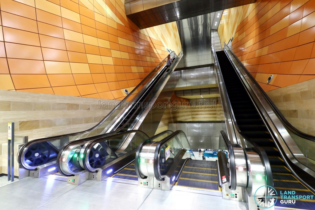 Bencoolen MRT Station - Escalators to platform