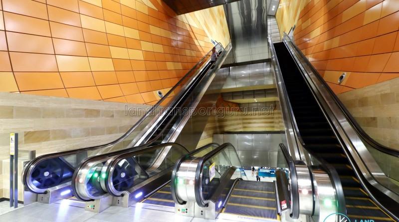 Bencoolen MRT Station - Escalators to platform