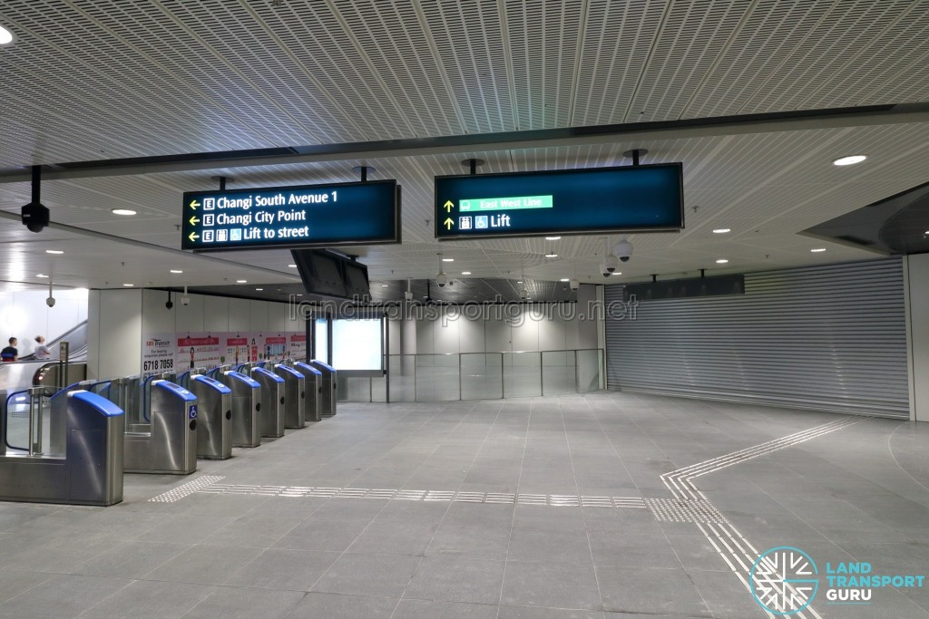 Expo MRT Station (DTL) - Paid link to EWL (unopened)