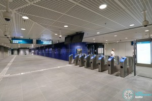 Expo MRT Station (DTL) - Paid link to EWL and Exit E