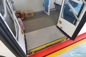 ST Autobus - Entrance with automatic wheelchair ramp