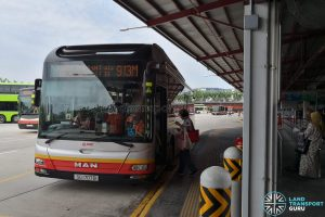 SMRT Bus 913M: MAN A22 (SG1707B)