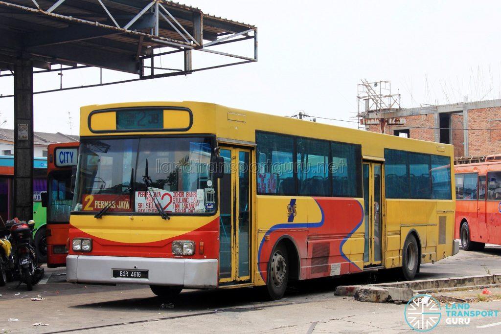 S&S International Nissan Diesel JP251 (BGR4616) – Route 2