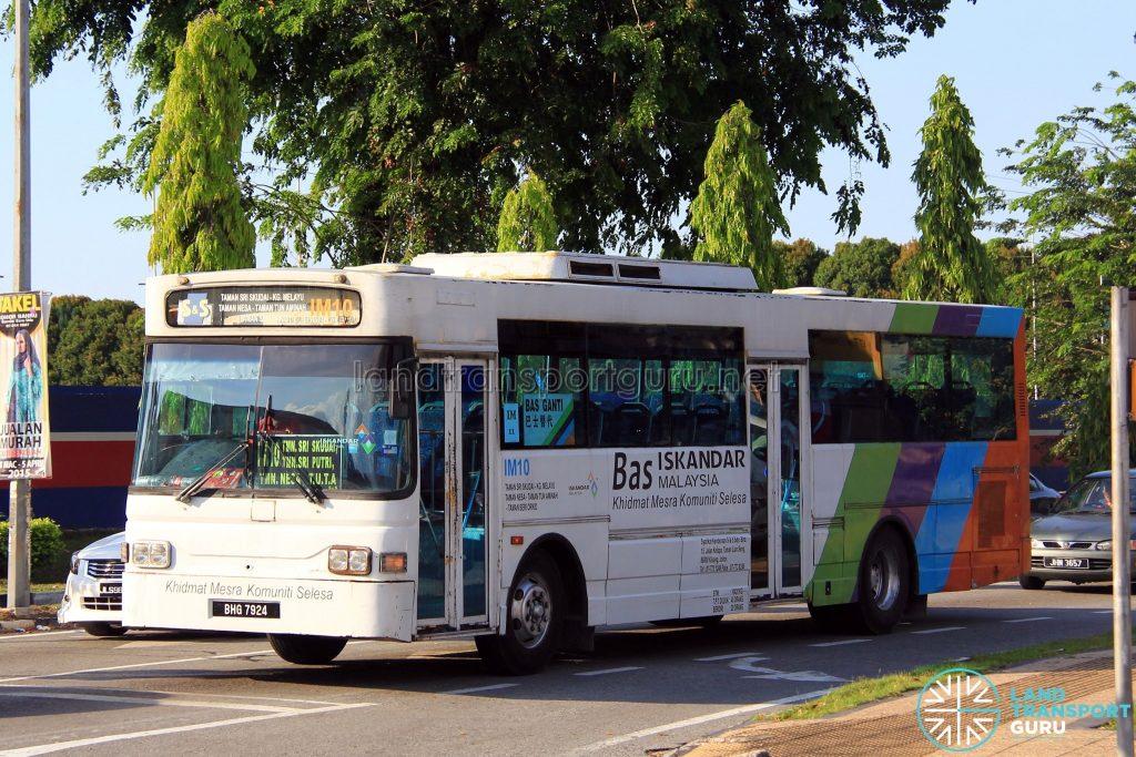 S&S International Nissan Diesel JP251 (BHG7924) - Route IM10