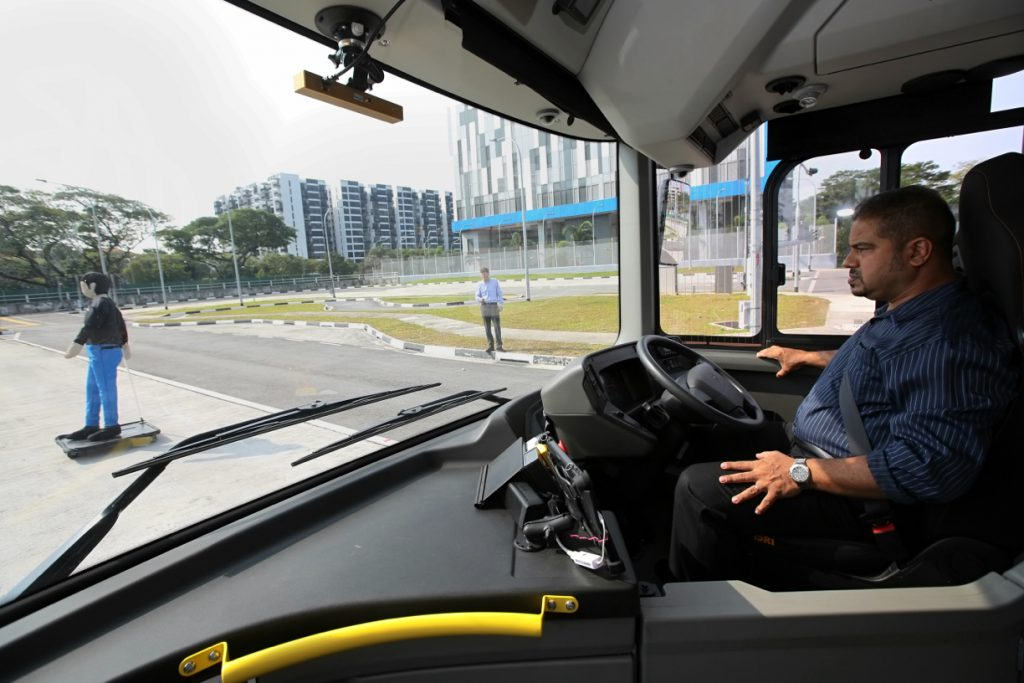 NTU-LTA-Volvo Autonomous Bus - Stopping demonstration (Photo: Nuria Ling/TODAY)