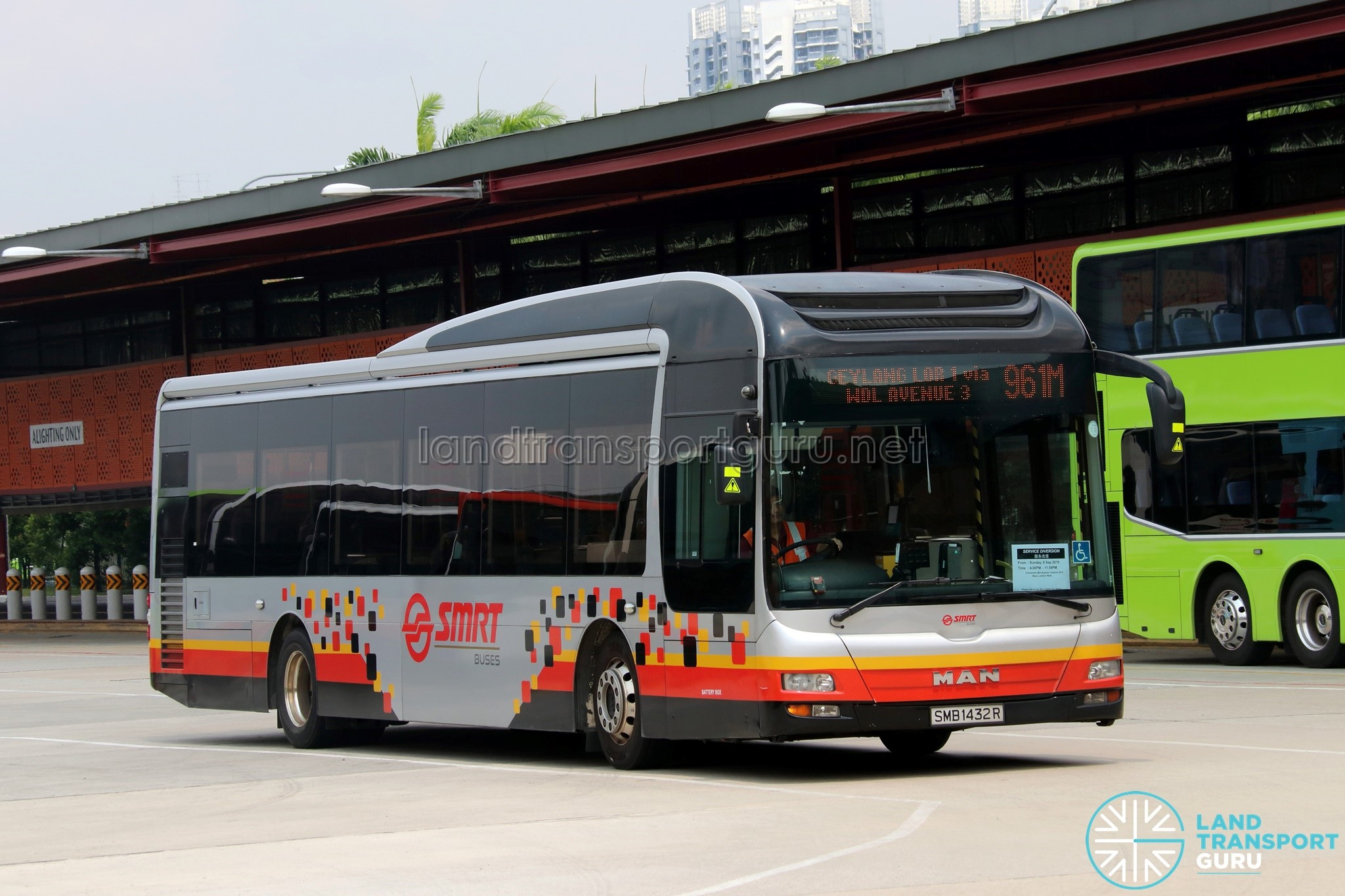 Service 961M - SMRT MAN NL323F Euro 5 (SMB1432R)