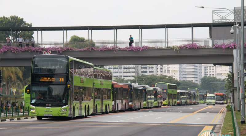 Congestion outside Yishun Integrated Transport Hub (3)