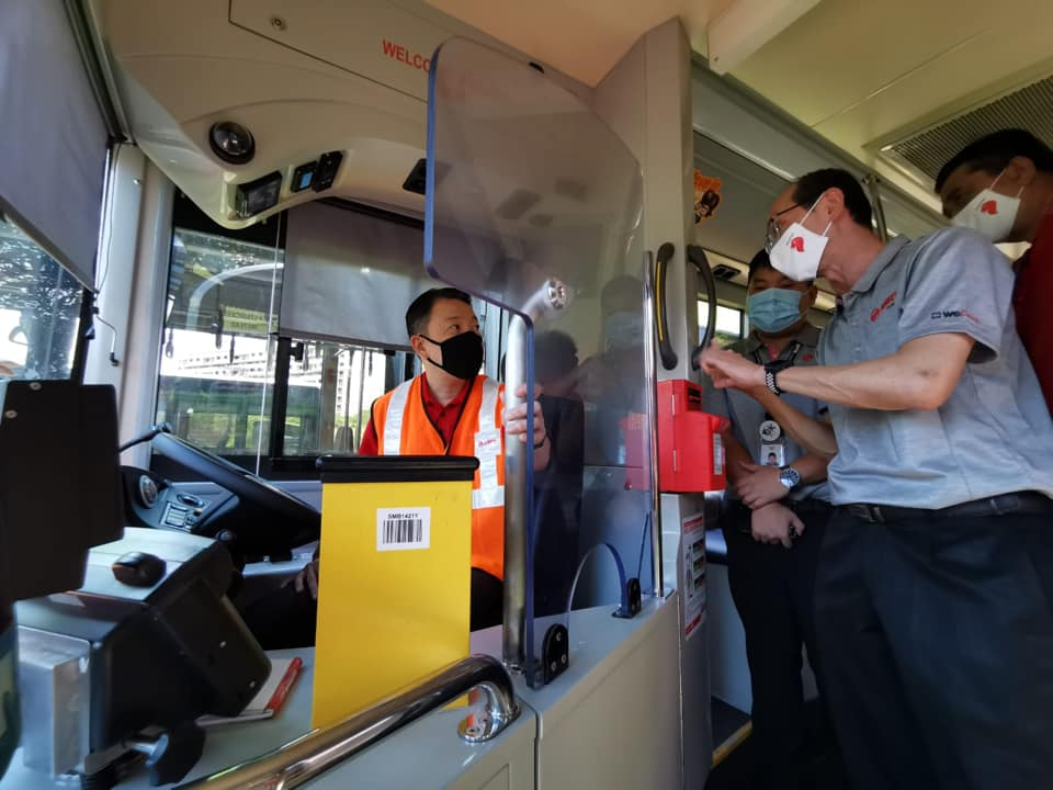 Driver Protective Screen installed on SMRT Bus (Photo: Melvin Yong 杨益财 / Facebook)