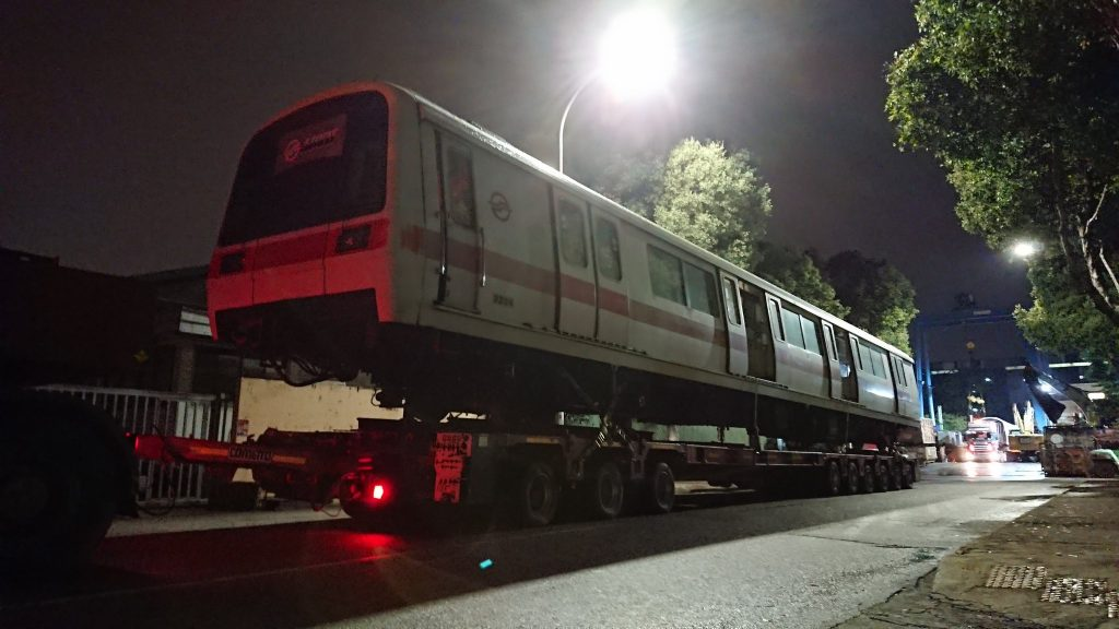 Transport of Carriage 3204 for scrapping (Photo: @Tx_2171F / Twitter)